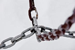 A close up of a chain link fence to illustrate internal linking as an seo strategy